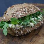 Broodje dungense scharrelei salade